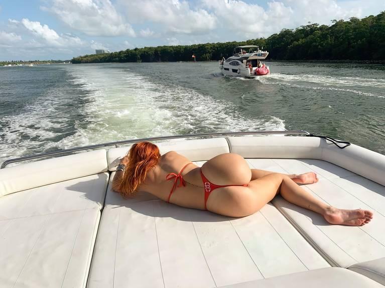 Bella Thorne Ass 1
