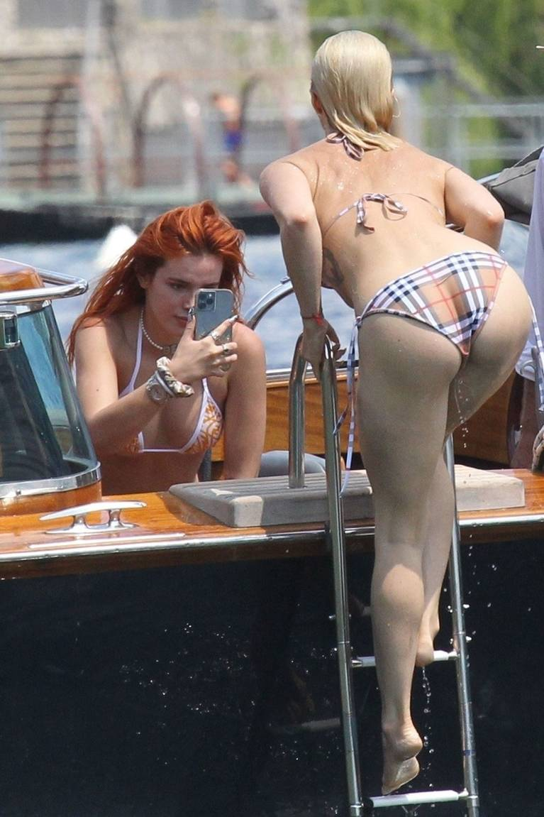 Bella Thorne Sexy 9