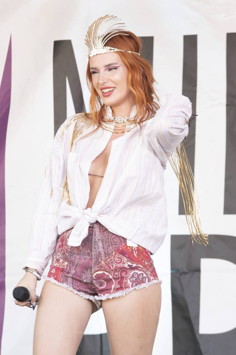 Bella Thorne Sexy 40