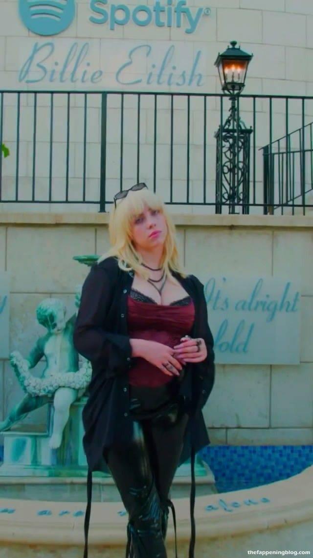 Billie Eilish Boobs 14