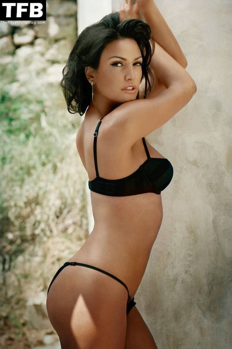 Bleona Qereti Nude Sexy 17
