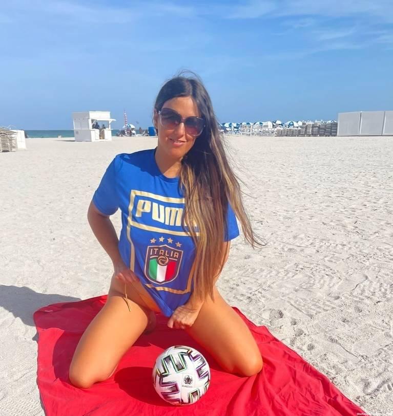 Claudia Romani on Beach 1