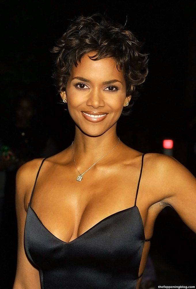 Halle Berry Naked Sexy 10