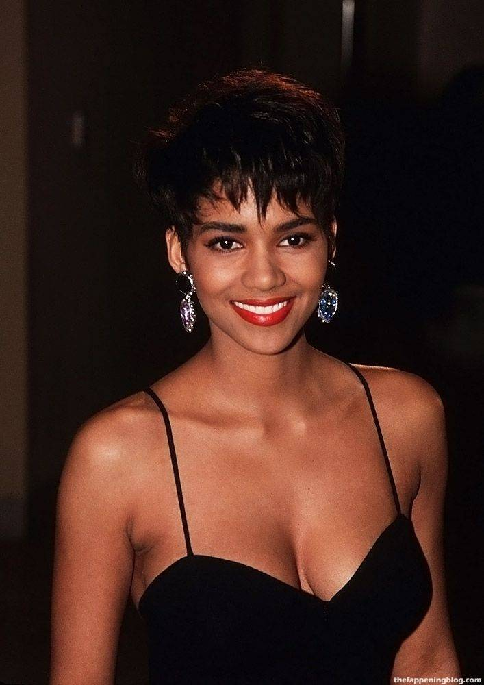 Halle Berry Naked Sexy 11