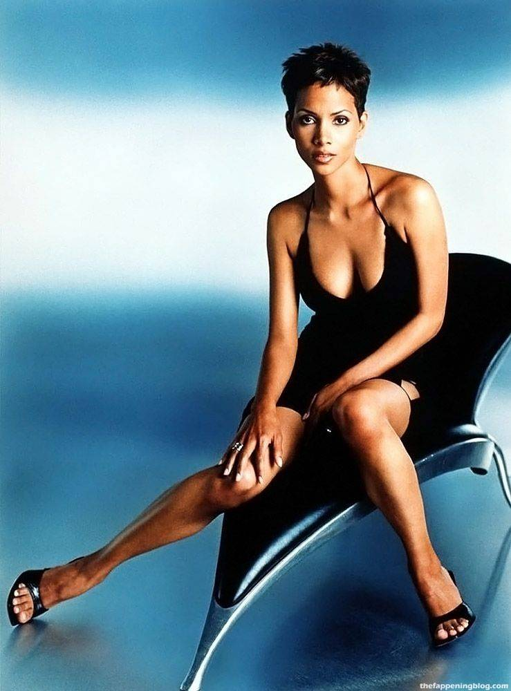 Halle Berry Naked Sexy 24