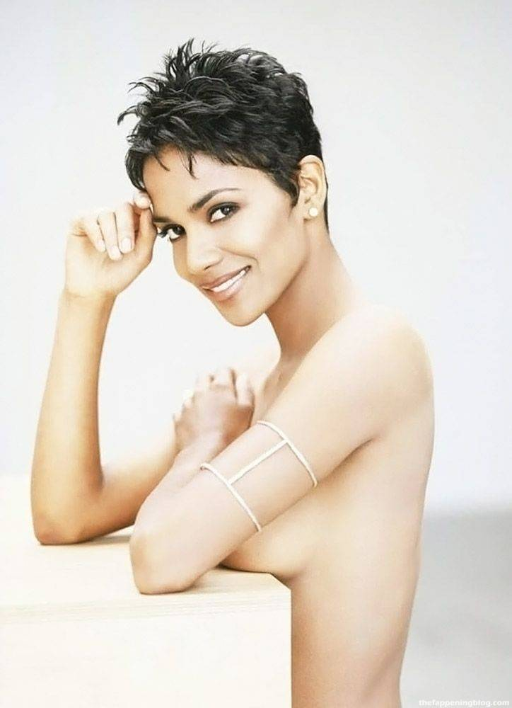 Halle Berry Naked Sexy 26
