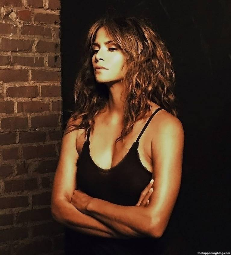 Halle Berry Naked Sexy 29
