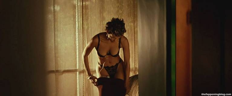 Halle Berry Naked Sexy 52