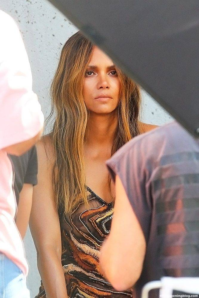 Halle Berry Naked Sexy 77