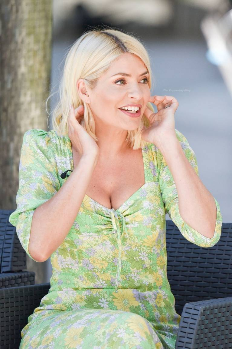 Holly Willoughby Sexy 42