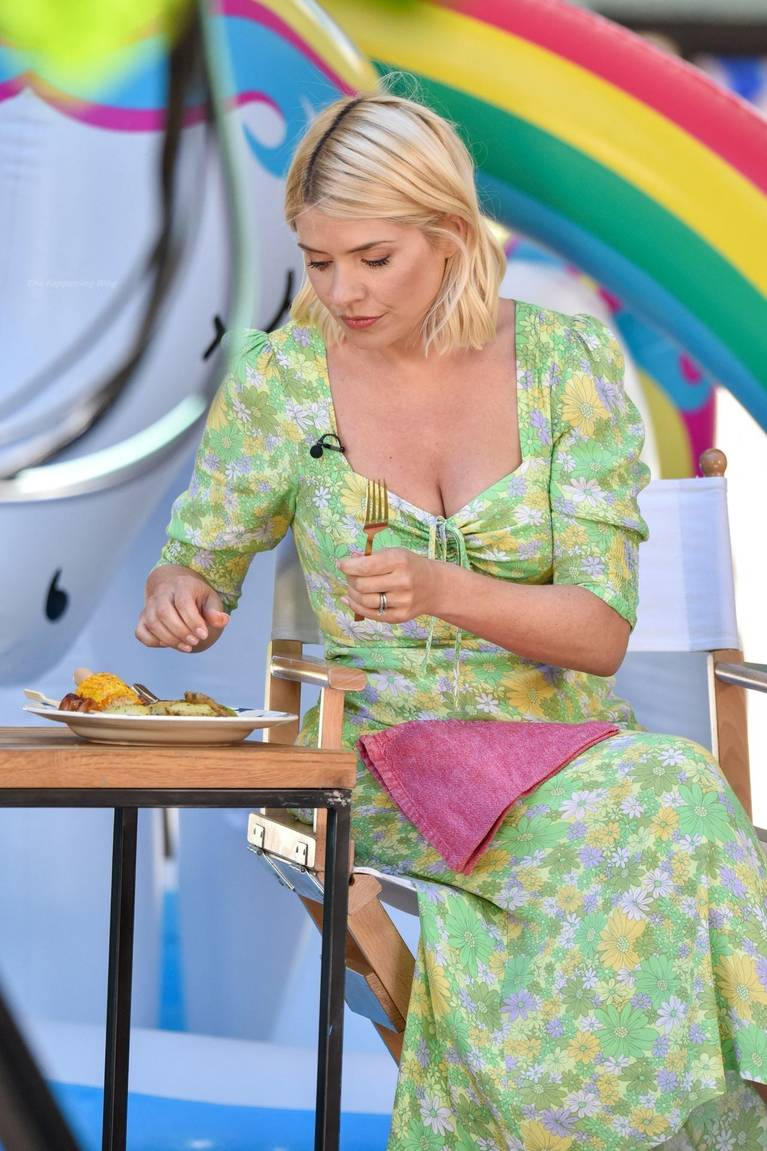 Holly Willoughby Sexy 76