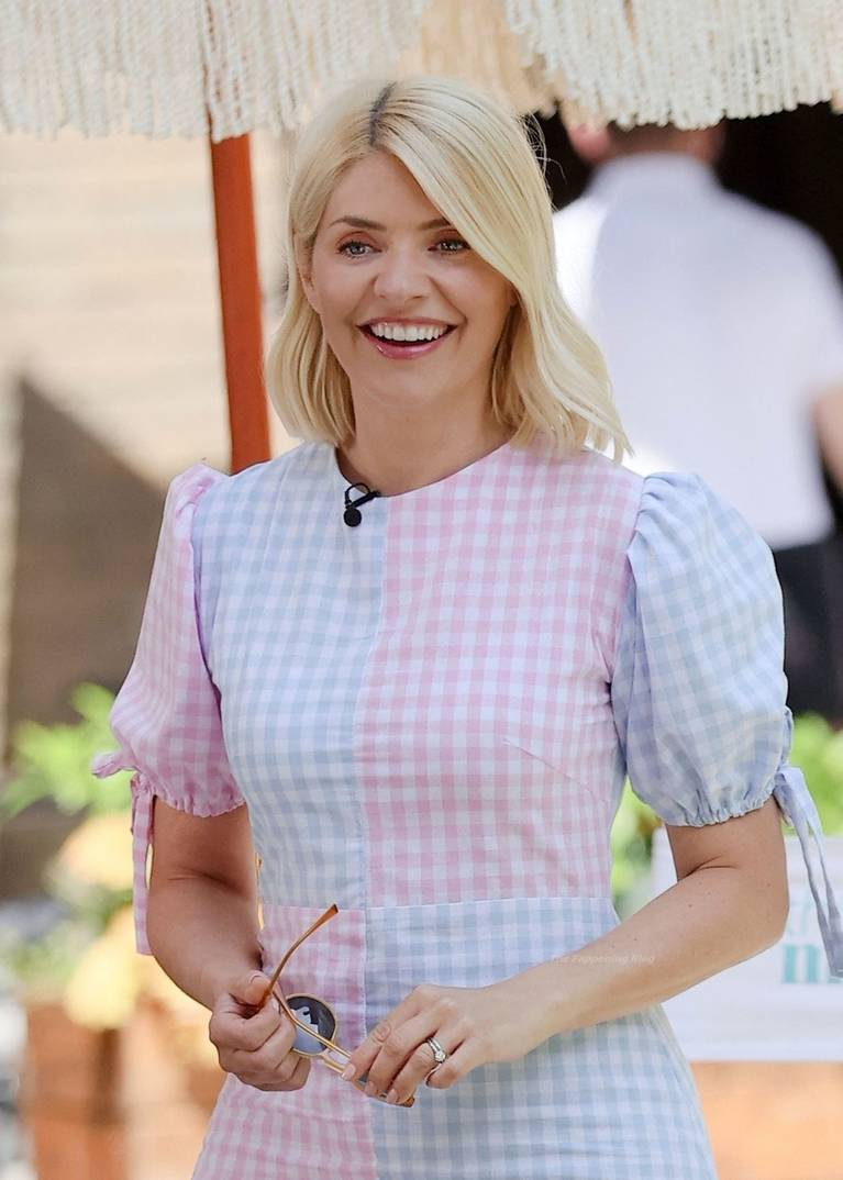 Holly Willoughby Sexy 3
