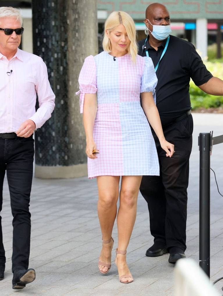 Holly Willoughby Sexy 4