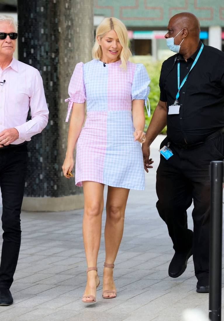 Holly Willoughby Sexy 7