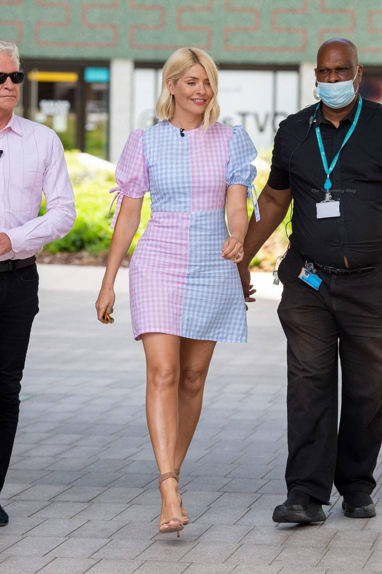 Holly Willoughby Sexy 29