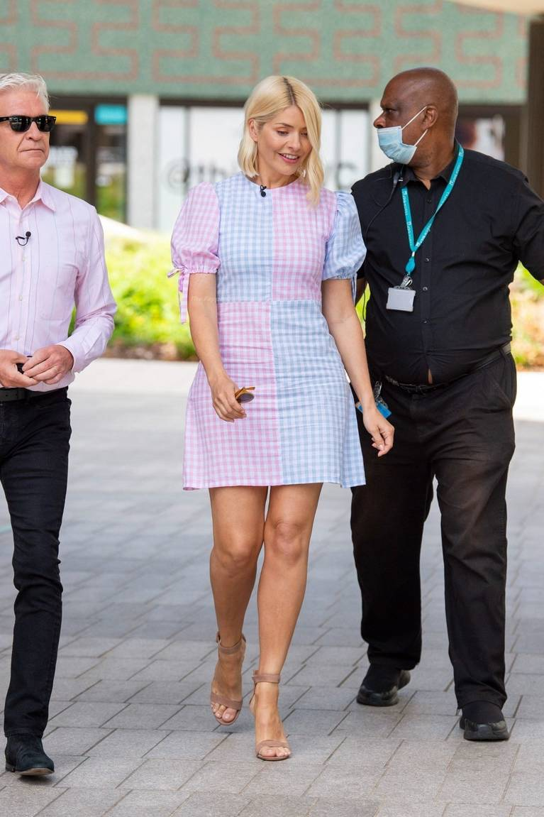 Holly Willoughby Sexy 30