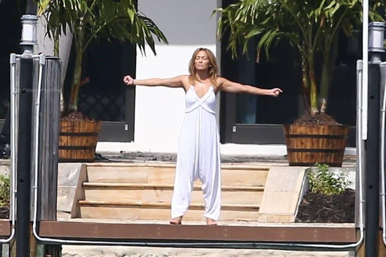 Jennifer Lopez Sexy 25