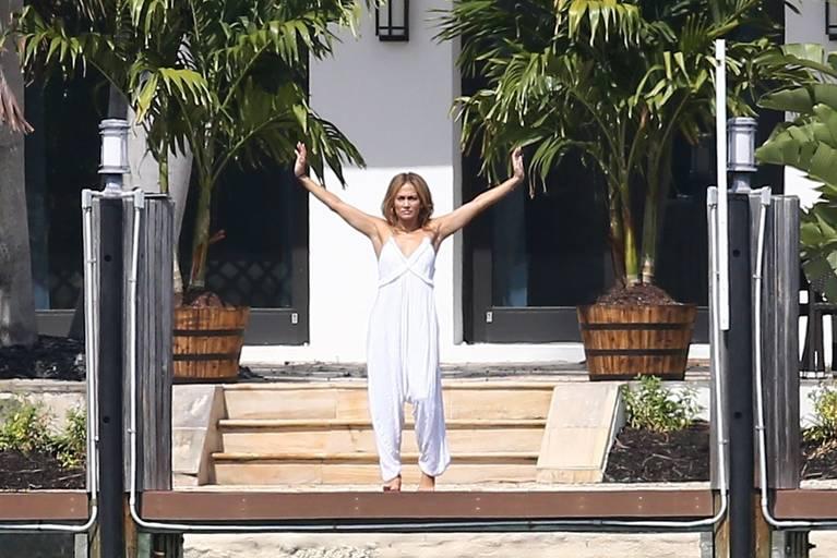 Jennifer Lopez Sexy 33
