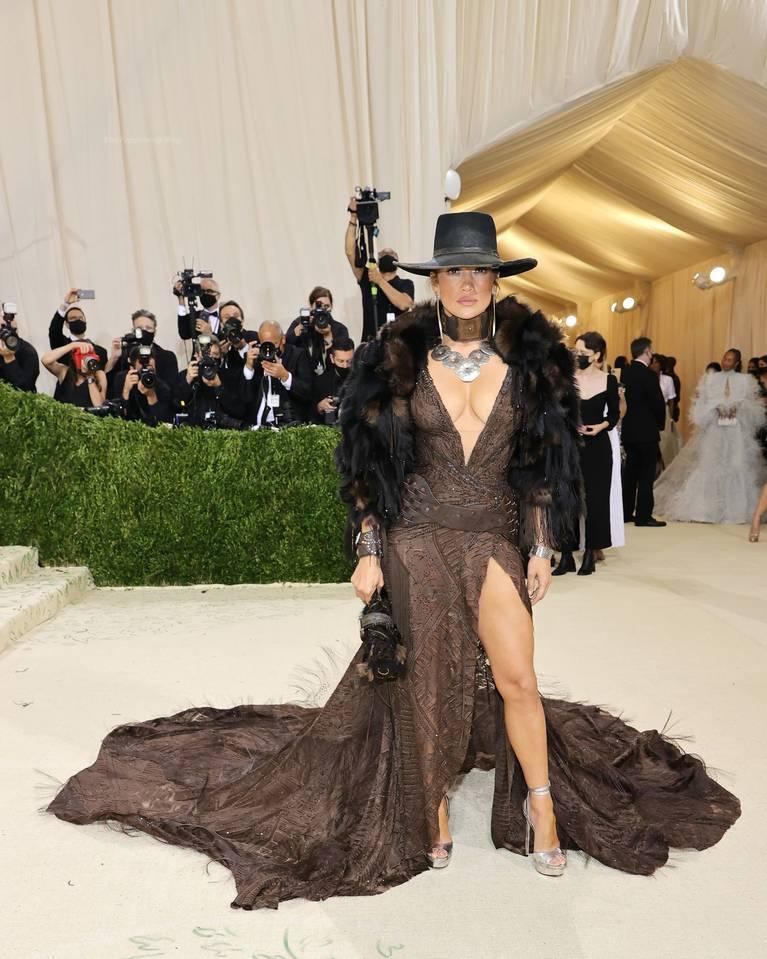 Jennifer Lopez Tits Legs 1