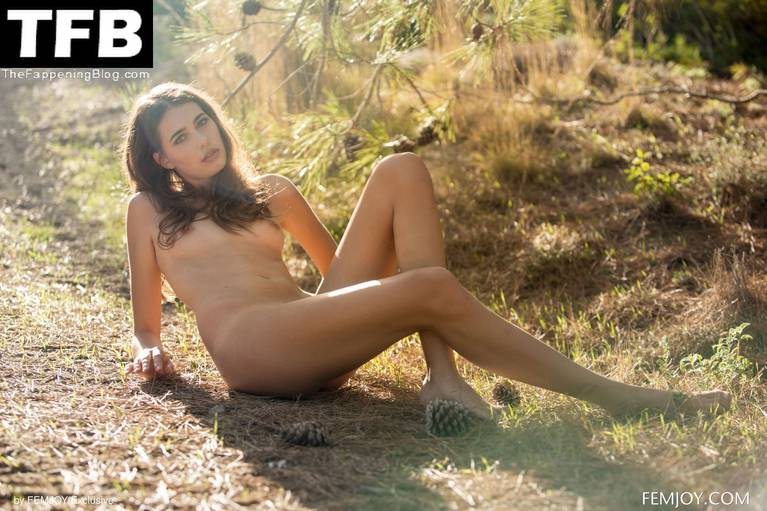 Katrine Pirs Nude Sexy 32