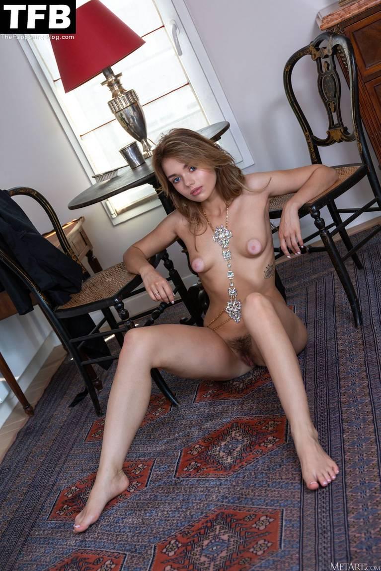 Keira Blue Nude 86