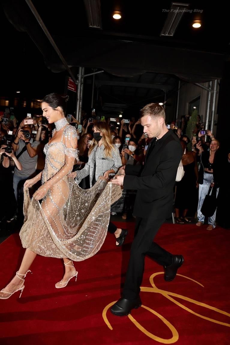Kendall Jenner Naked Dress 47