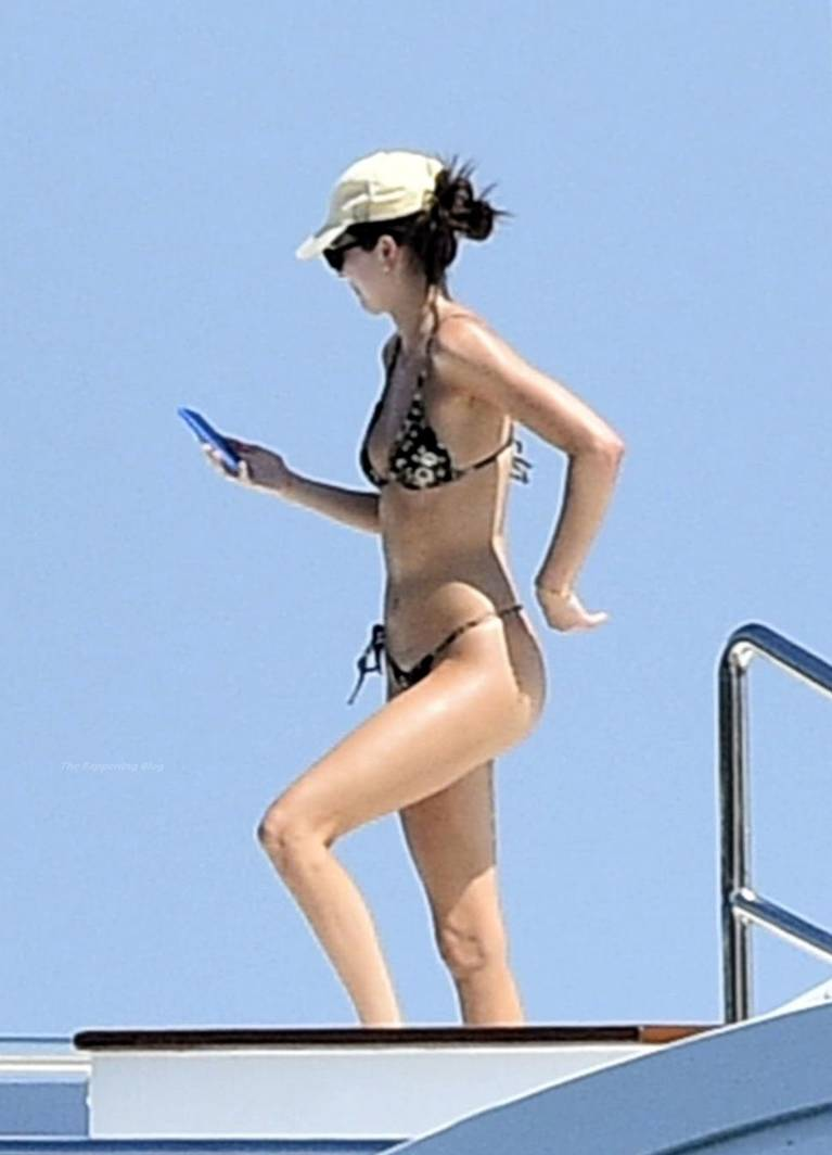 Kendall Jenner Bikini 1