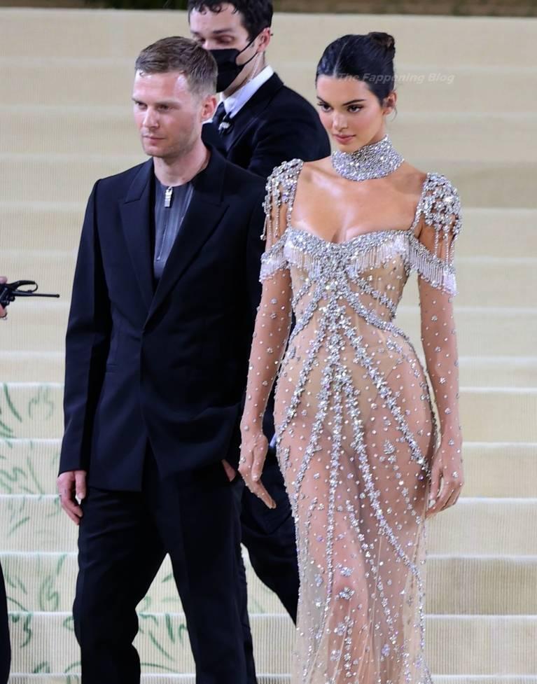 Kendall Jenner Naked Dress 121