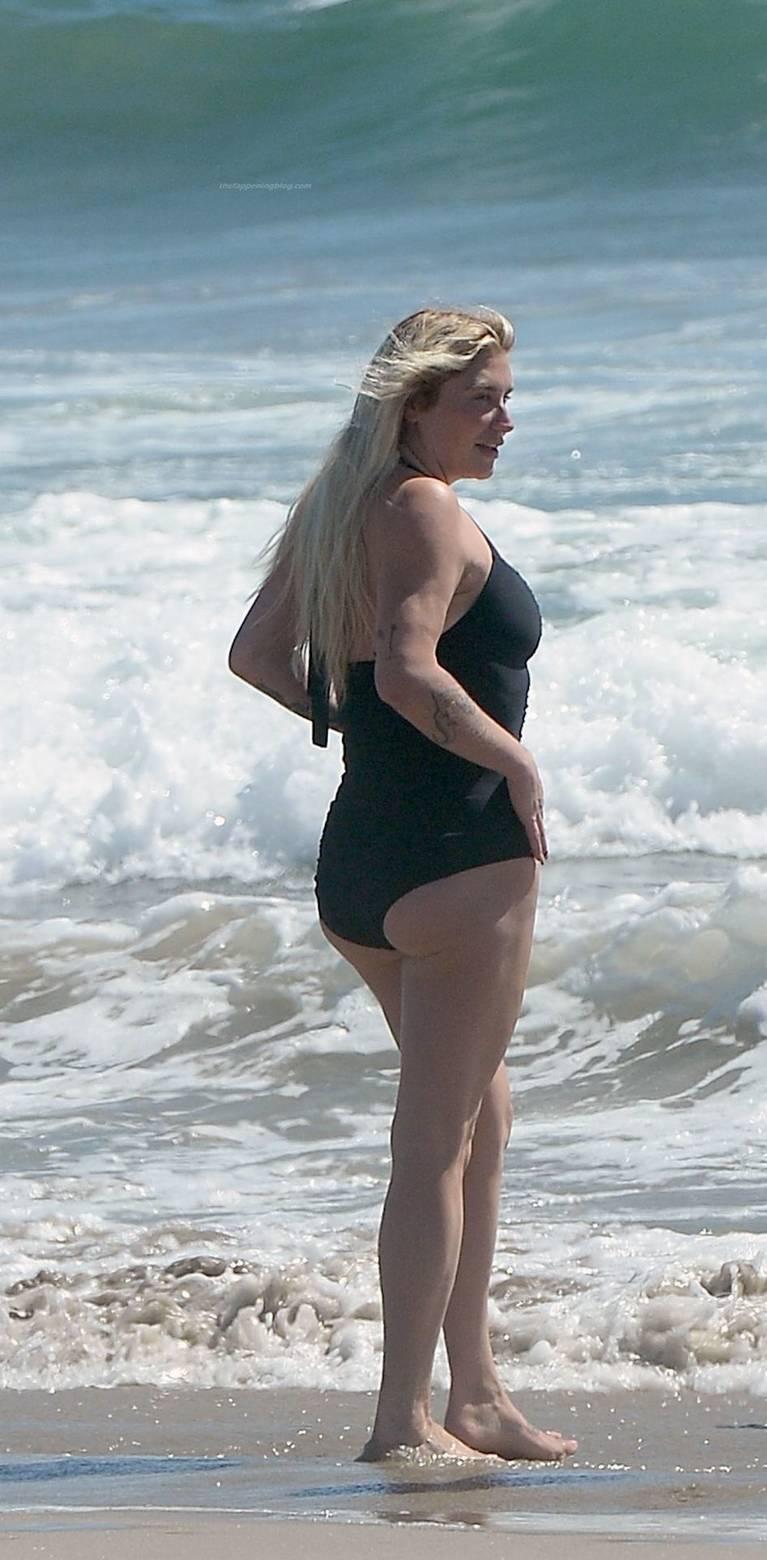 Kesha on Beach 5