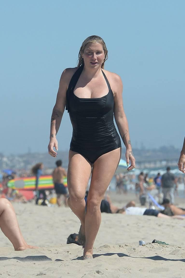 Kesha on Beach 14