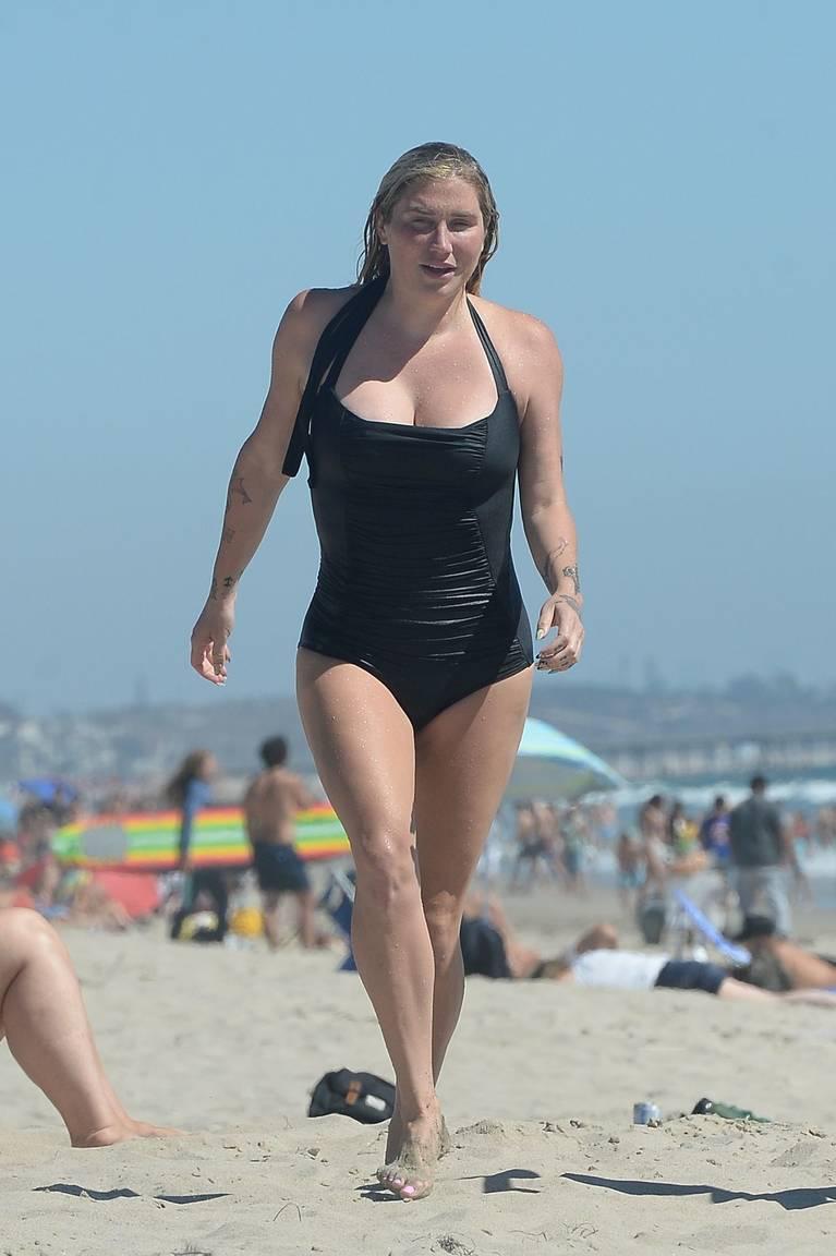 Kesha on Beach 15