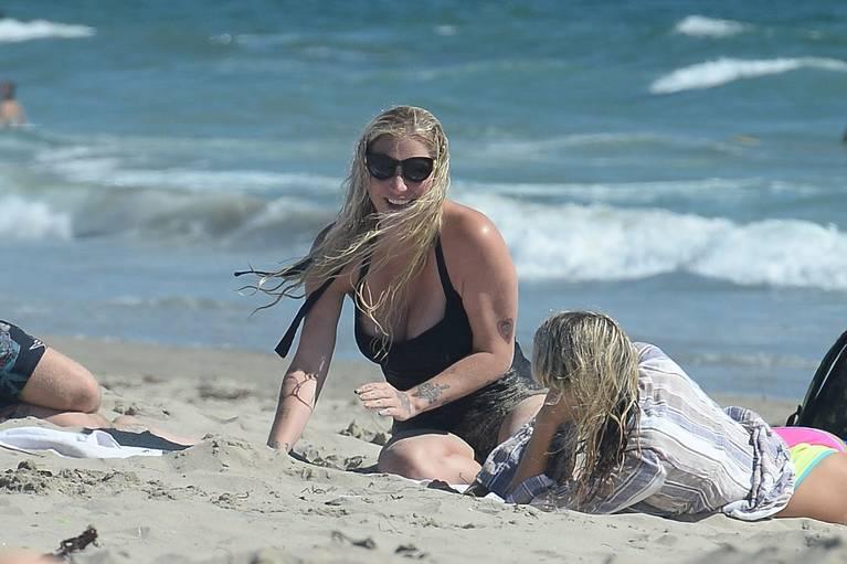 Kesha on Beach 28
