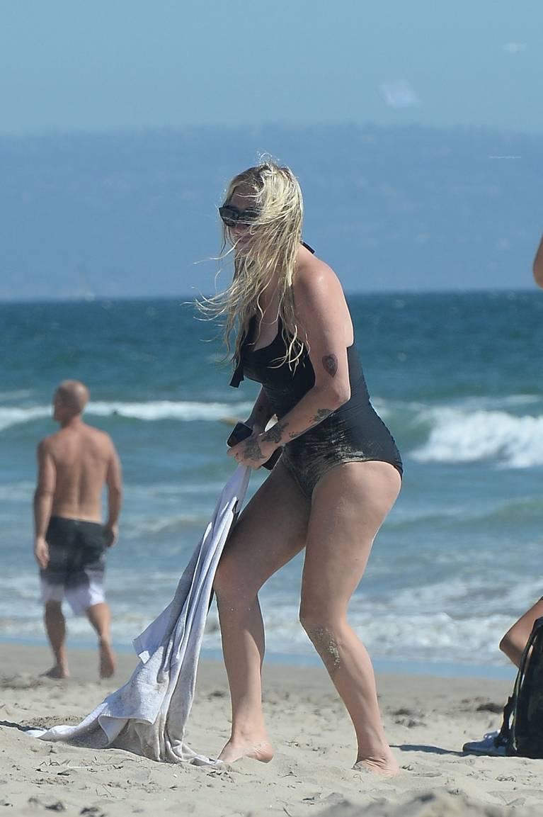 Kesha on Beach 33