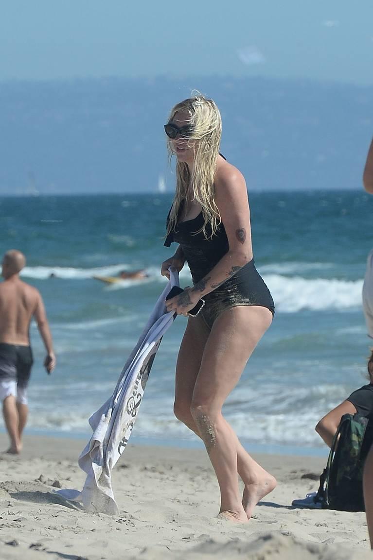 Kesha on Beach 34