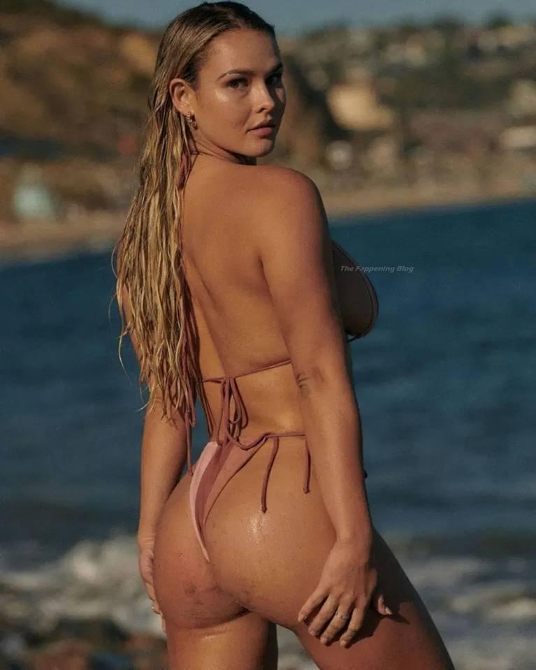 Angela Kinsey Nudes