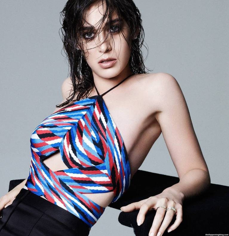 Lizzy Caplan Naked Sexy Leaked The Fappening 1