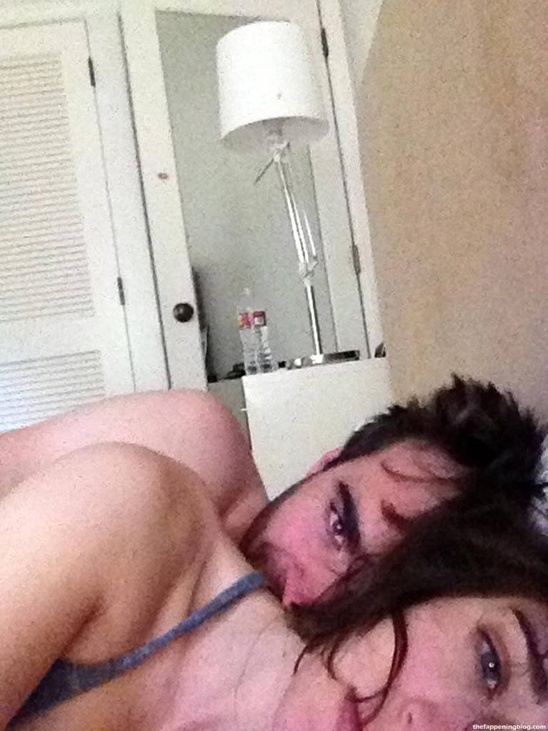 Lizzy Caplan Naked Sexy Leaked The Fappening 7