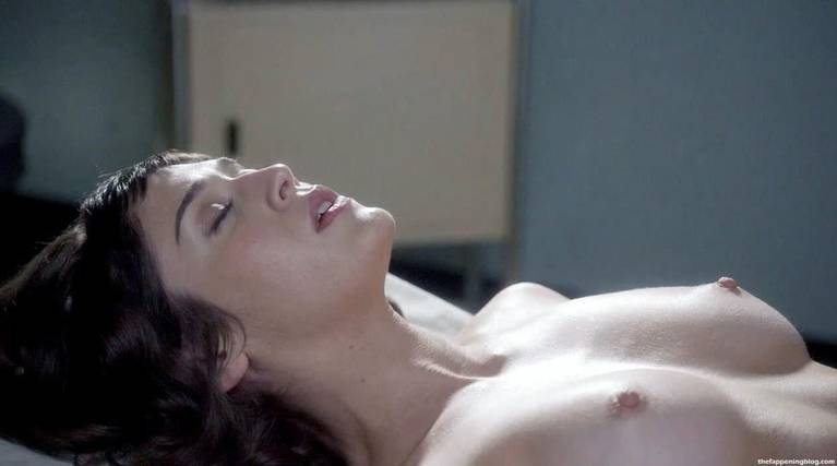 Lizzy Caplan Naked Sexy Leaked The Fappening 26