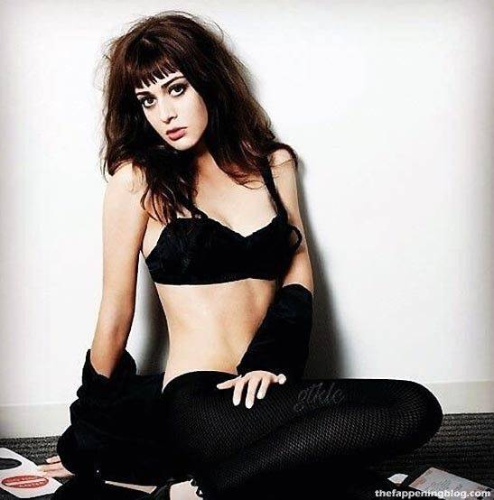 Lizzy Caplan Naked Sexy Leaked The Fappening 77