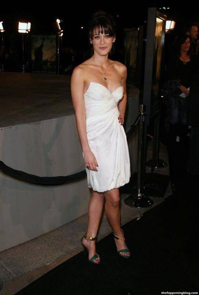 Lizzy Caplan Naked Sexy Leaked The Fappening 82