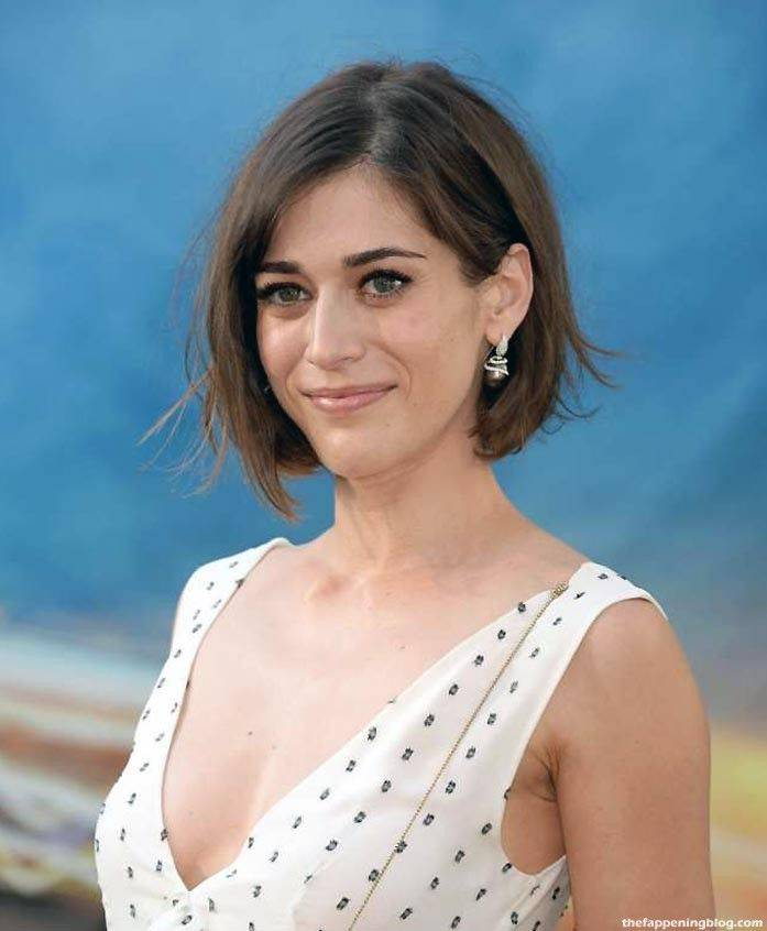 Lizzy Caplan Naked Sexy Leaked The Fappening 100