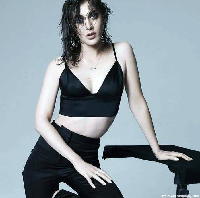 Lizzy Caplan Naked Sexy Leaked The Fappening 126