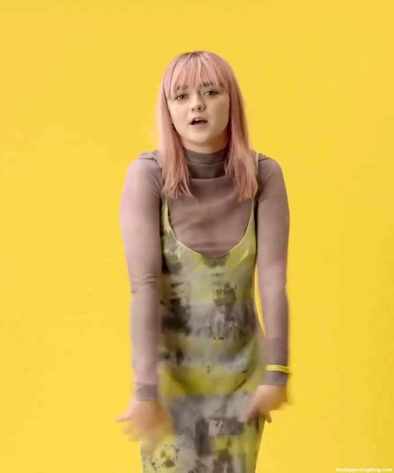 Maisie Williams Slip Nip Slip 7