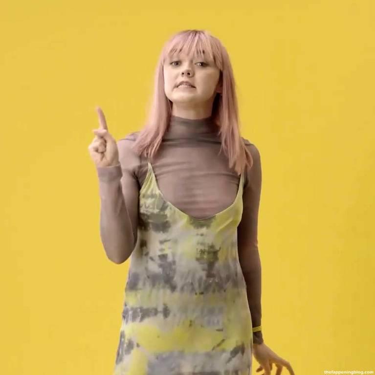Maisie Williams Slip Nip Slip 18