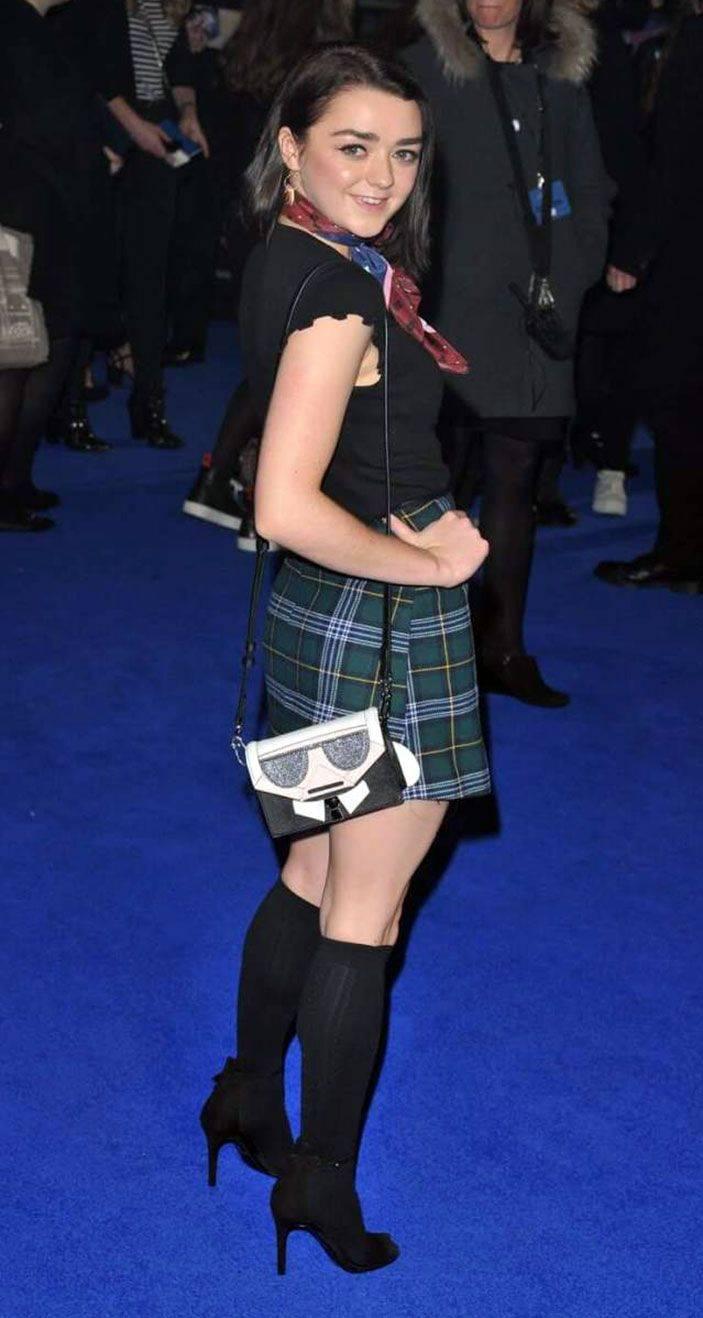 Maisie Williams Nude 47