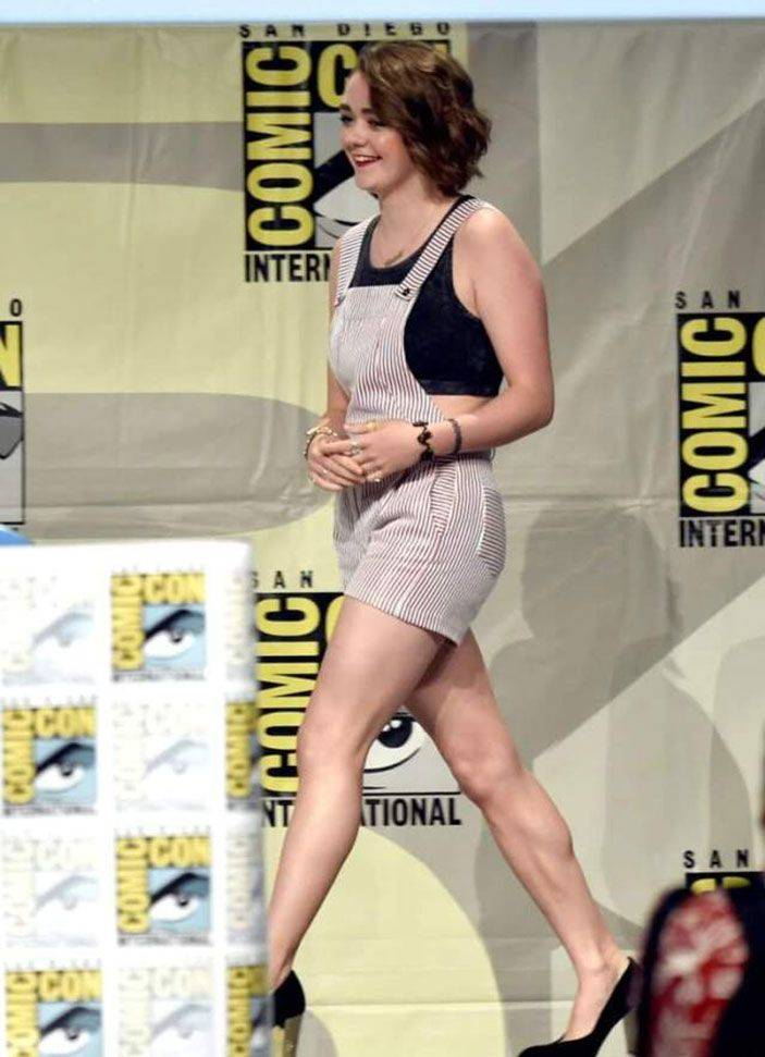 Maisie Williams Nude 50