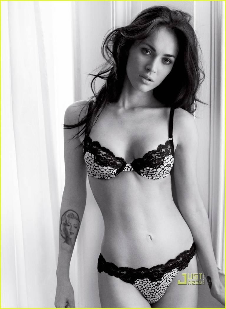 Megan Fox Nude Sexy 64