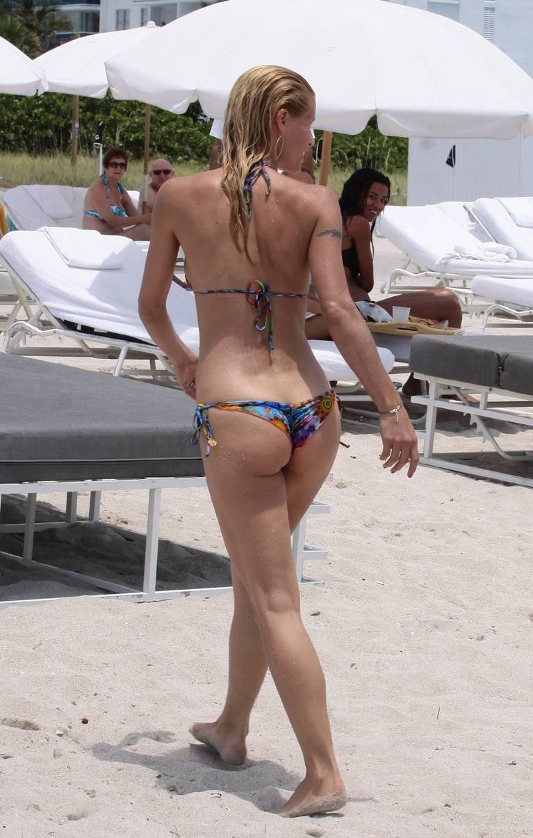 Michelle Hunziker Nude Sexy Topless 31