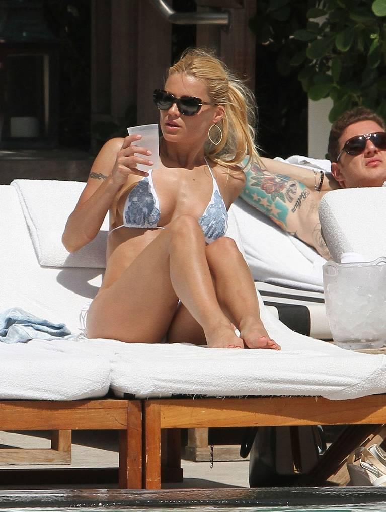 Michelle Hunziker Nude Sexy Topless 45