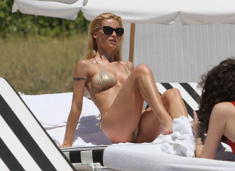 Michelle Hunziker Nude Sexy Topless 116